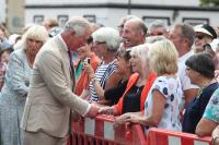 Crowds hoping to meet the Royal Couple