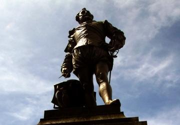 Drake Statue